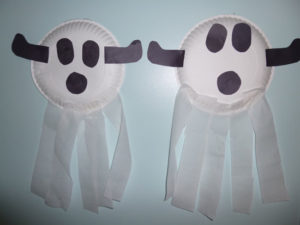 Halloween paper plate ghosts