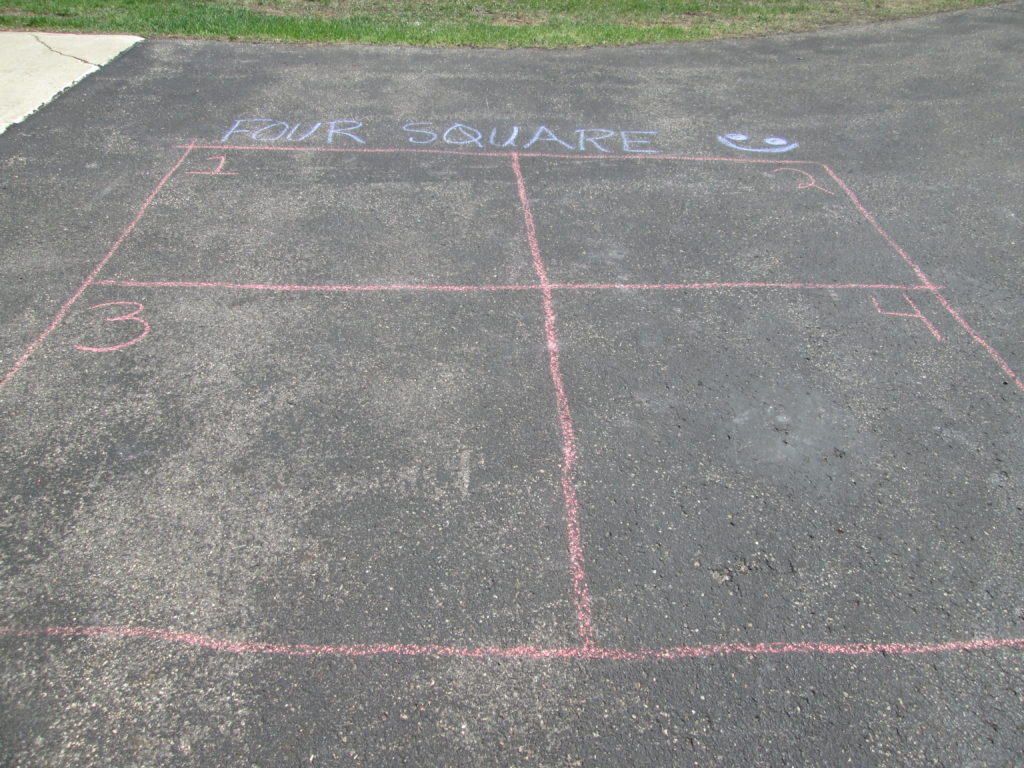 how to play four square game