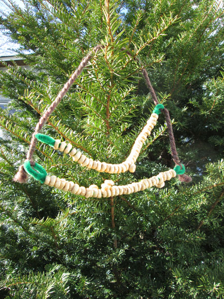 4 Fun and Easy DIY Bird Feeders: Pipe Cleaner Cereal Bird Feeder