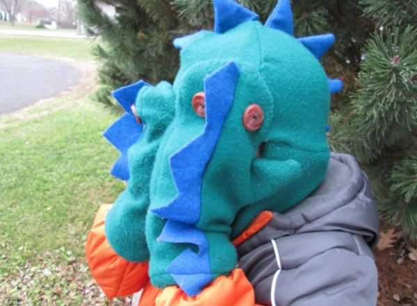 Handmade Gift Idea: Simple Dinosaur Mittens