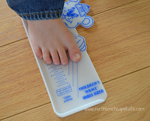 Using a shoe sizer to make buying kids winter boots easier