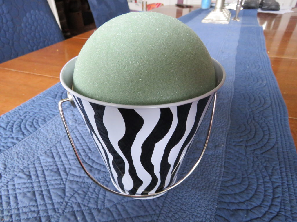Making the lollipop bucket for a cheap and easy gift